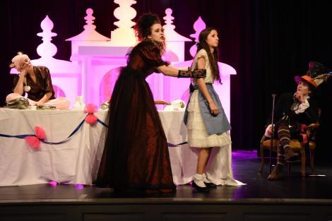 Die Herzogin beim Fünf-Uhr-Tee